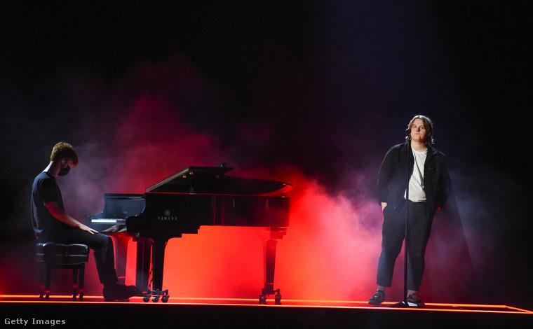 Akkor is, ha egy szál zongoristával történik minden