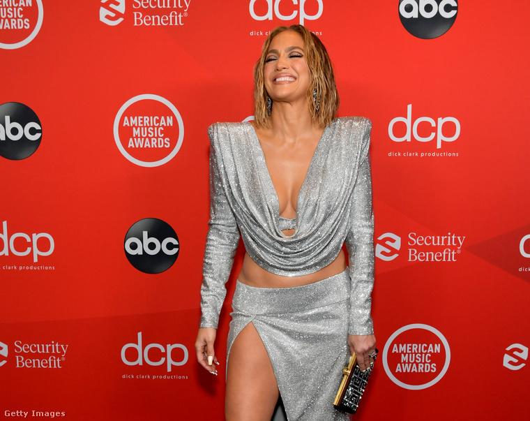 És nemcsak Jennifer Lopez eddig elhallgatott dekoltázsának kedvéért.