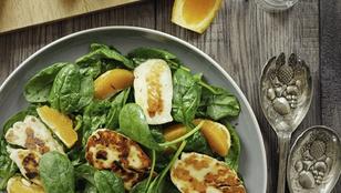 Gyors előételt keresel? Pimpeld ezt a halloumi-narancs salátát mézeskalácsfűszerekkel!