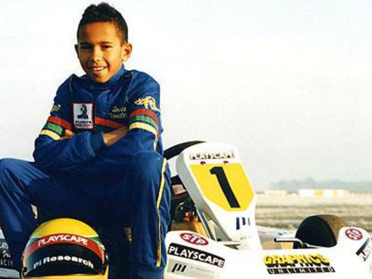 Lewis hat évesen kezdte