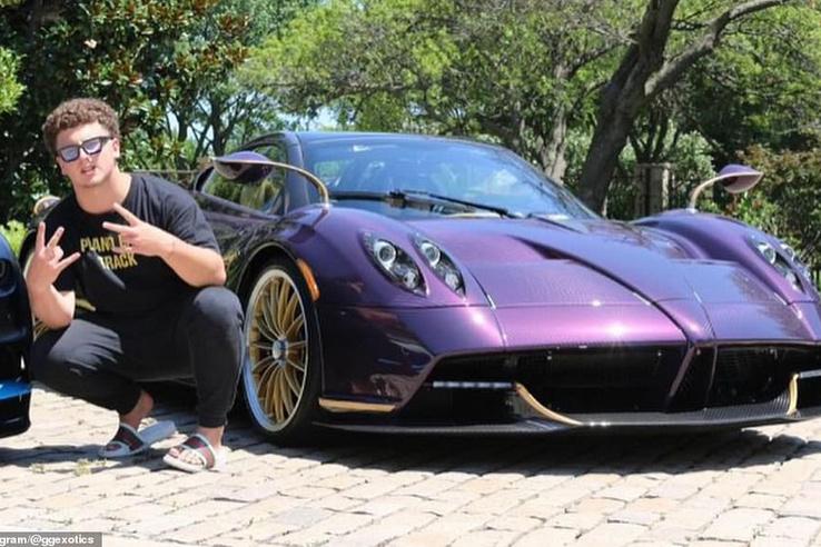 """Előtte-utána képek. Múlt héten törte össze apja 3,4 millió dolláros Pagani Huayra Roadsterét 17 éves Youtuber fia. Ennyit mondott a baleset után: """"shit happens"""""""