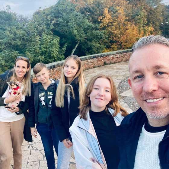2020 októberében Esztergomban járt a család, kirándulásukról pedig ilyen aranyos fotó készült.
