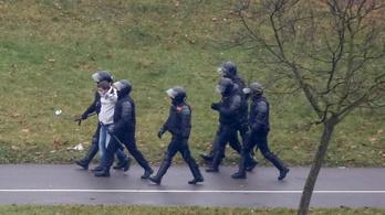 Több mint háromszáz embert vettek őrizetbe a vasárnapi tüntetés után Belaruszban