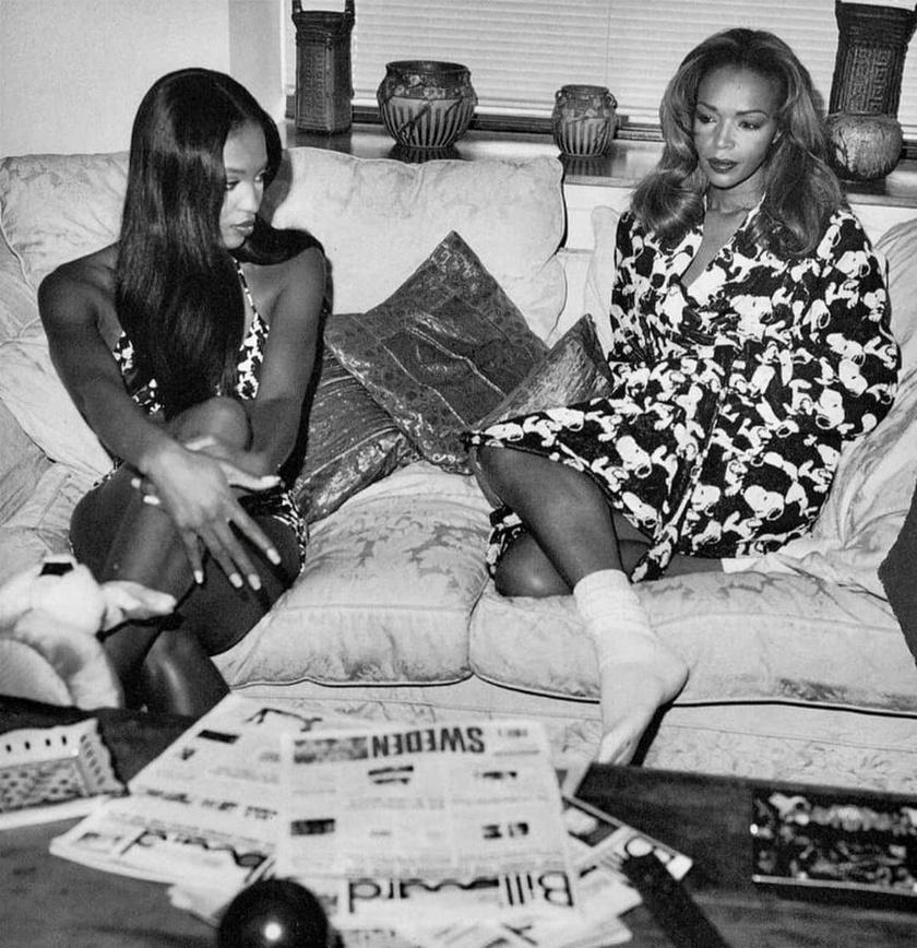 Anya és lánya 1995-ben: sokan már ekkor is Naomi nővérének nézték édesanyját, olyan fiatalosak voltak a vonásai, és a stílusán sem látszott, hogy elmúlt negyvenéves.
