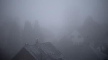 Nézzen ki az ablakon, és feküdjön vissza, mert a ködtől úgysem fog látni semmit