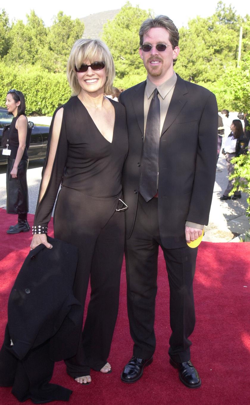 Linda Gray és fia, Jeff 2001-ben.