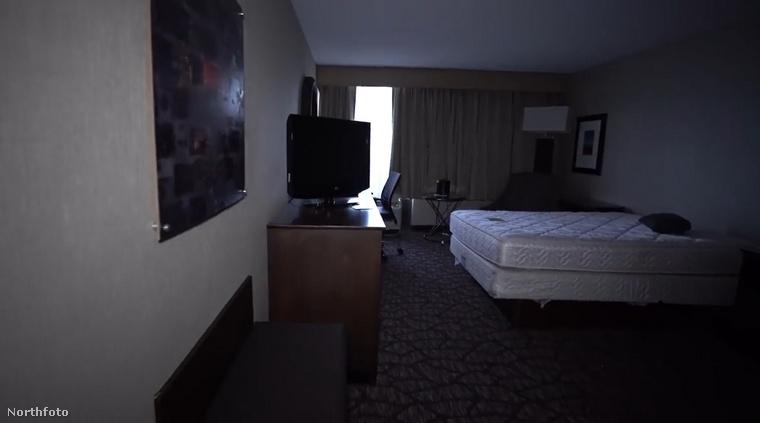 Bár a fotók alapján úgy érezheti, mintha a '90-es években járnánk, minden kissé ódivatúnak tűnik, (kivéve a tévét, ilyen síkképernyős készülék akkor még nemigen volt), pedig a valóságban a hotel viszonylag rövid ideje zárt be