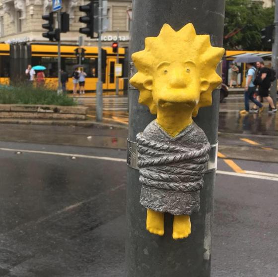 Hol található Lisa Simpson szobrocskája?