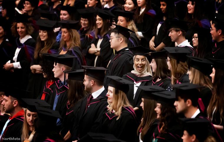 Kevés örömtelibb pillanat van, mint amikor valaki először veszi kézbe a diplomáját