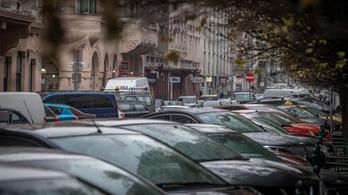 Meghosszabbítják az éves parkolási engedélyeket a fővárosban