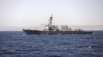 Orosz felségvizekre tévedt egy amerikai romboló