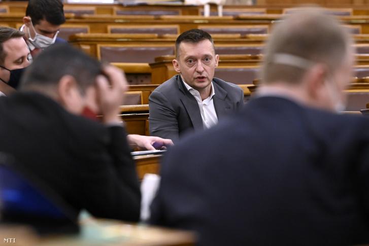 Rogán Antal, a Miniszterelnöki Kabinetirodát vezető miniszter éves meghallgatásán az Országgyűlés igazságügyi bizottságának ülésén az Országházban 2020. november 24-én