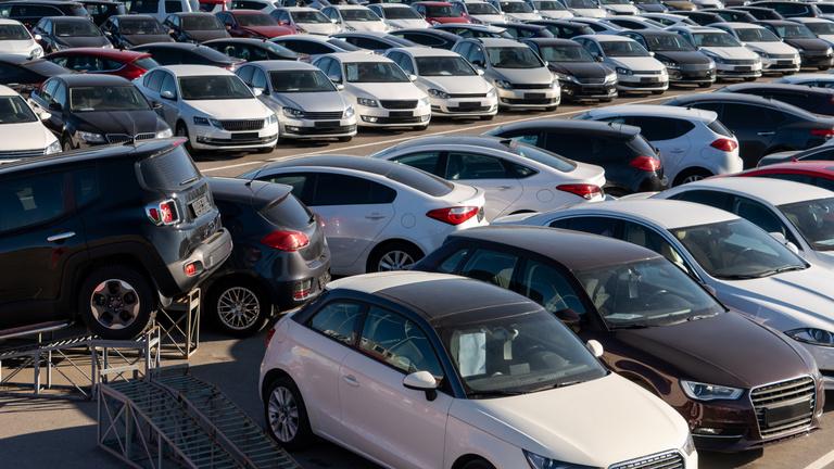 A járvány dacára dübörög a használtautó-piac Magyarországon