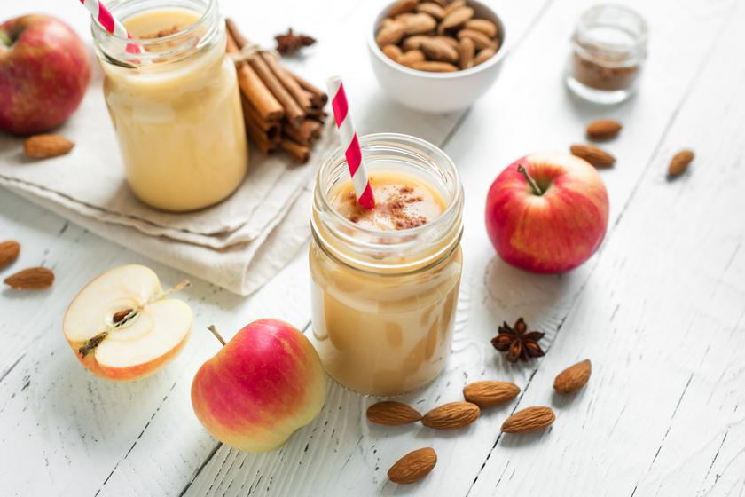 Reggelire és edzés után is szükség van az energiára, amit fehérjepótlással biztosíthatsz a szervezetednek. Hámozz meg egy almát és egy banánt, majd tedd a turmixgépbe őket. Pépesítsd össze 5 szem mandulával, zsírszegény joghurttal vagy egy deci mandulatejjel. Egy csipet fahéjjal bolondíthatod meg.