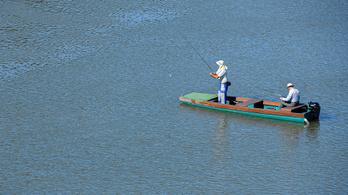 Egy csónakban csak egy ember pecázhat a szigorítások idején