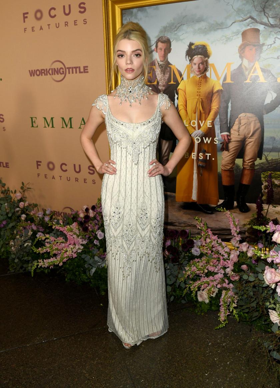Különleges választásaival tarol: Emma című filmjének premierjén Bob Mackie vintage ruhakölteményében jelent meg.