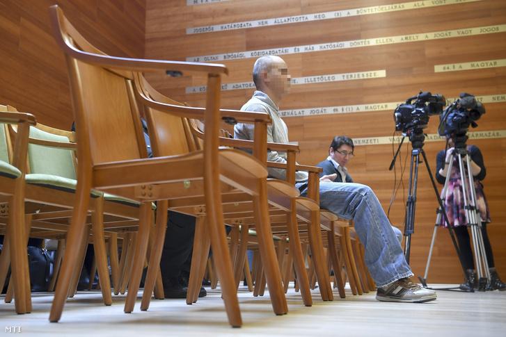 A Balla Irma debreceni fideszes önkormányzati képviselő meggyilkolásával vádolt D. Lajos az ellene nyereségvágyból különös kegyetlenséggel elkövetett emberölés bűntette miatt indult büntetőper tárgyalásán a Debreceni Ítélőtábla tárgyalótermében 2020. február 3-án