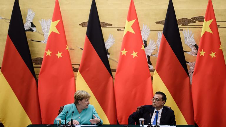 Merkel utódja már távolságot tarthat Kínától