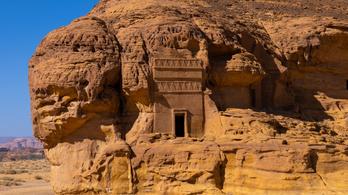 Szaúd-Arábia a külföldi turisták előtt is megnyitja az ókori Hegra városát