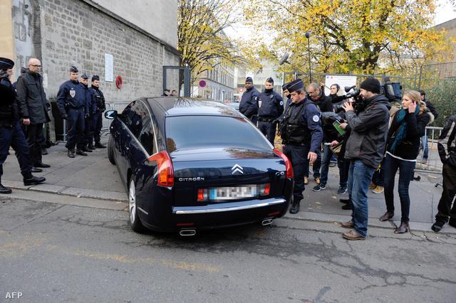 Sarkozy érkezik a bíróságra