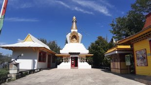 Buddhista sztúpák és kolostorok Magyarországon