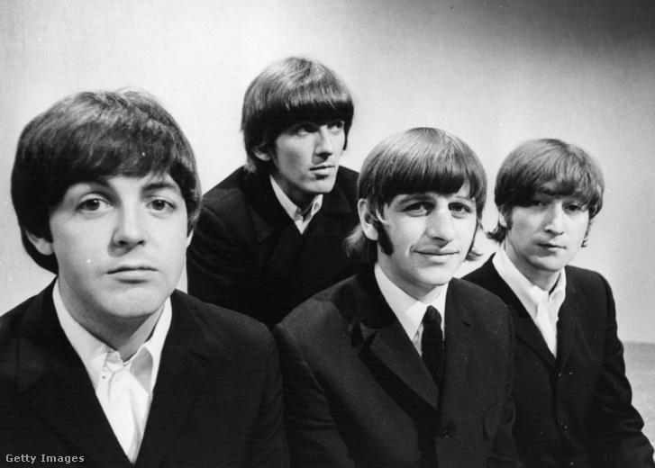 A Beatles (balról-jobbra): Paul McCartney, George Harrison (1943 - 2001), Ringo Starr és John Lennon (1940 - 1980) a BBC televízió stúdiójában Londonban 1966. június 17-én