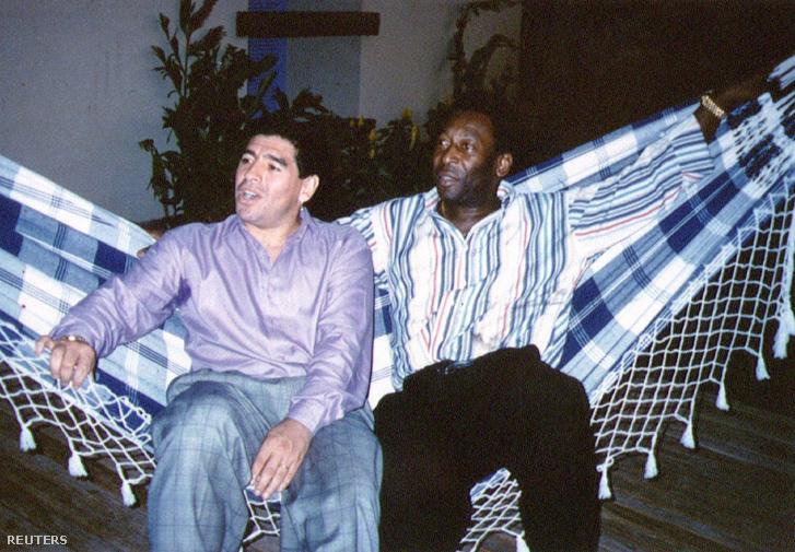 Pele és Diego Maradona pihennek Rio de Janeiroban 1995. május 14-én