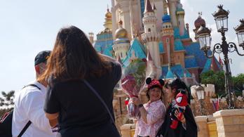 Több mint harmincezer dolgozót küld el a Disney