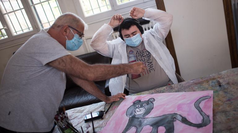 A fogyatékossággal élőket is felmentették a maszkhasználat alól