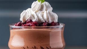 Ha egy gyors desszertet készítenél ünnepekkor, dobd össze ezt a csokis pohárkrémet szarvasgombával