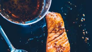 A mézes-füstös lazac mellé már csak egy friss salátát kell összedobnod