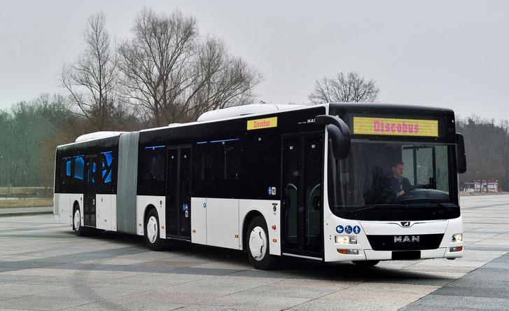 A Volánbuszhoz természetesen nem a diszkóbusz változat jön, de kívülről pontosan így fognak kinézni a mi buszaink is