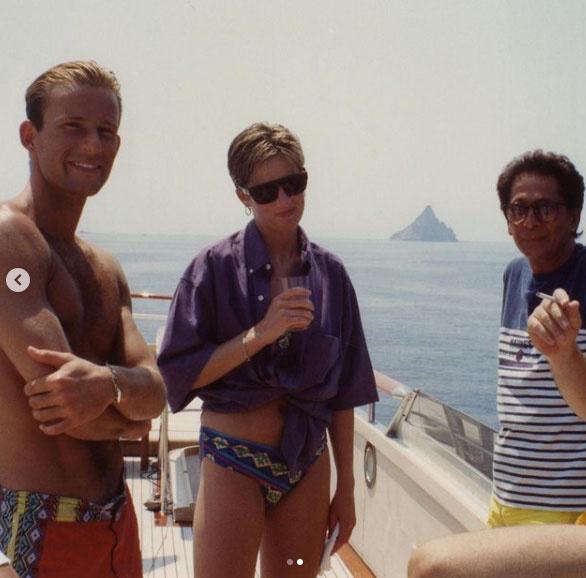 Diana hercegnő Valentino és Kyril, Preszlav hercege társaságában látható itt.