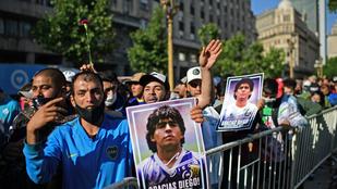 Elszabadultak az indulatok Maradona koporsójánál