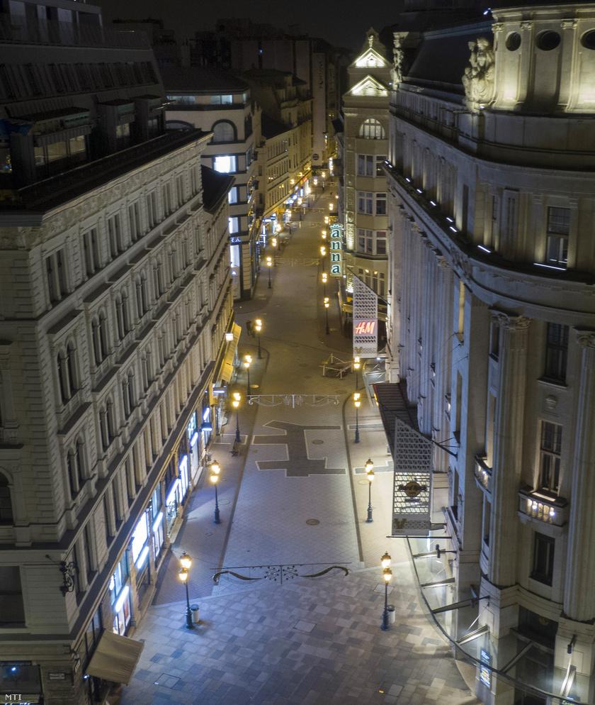 Üres utcák Budapesten.