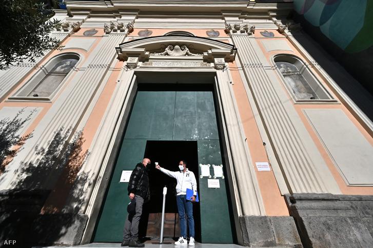 Lázmárés a nápolyi San Severo fuori le mura bazilikában