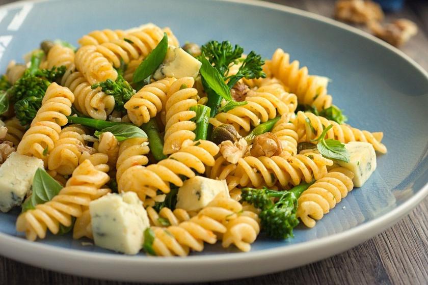 Brokkolis, sajtos tésztasaláta: gyorsan elkészül, és nagyon finom