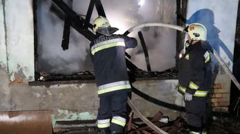 Lángolt egy családi ház Nagykónyiban, egy gázpalack is felrobbant