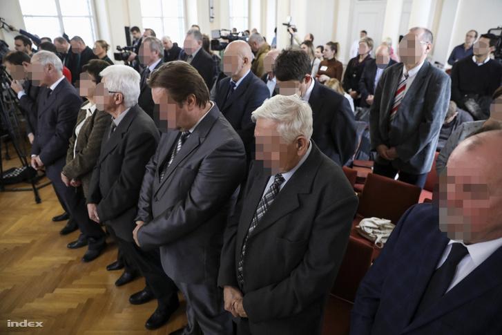 A vádlottak a vörösiszap-per megismételt elsőfokú eljárásának ítélethirdetésén a Győri Törvényszék tárgyalótermében 2019. február 4-én