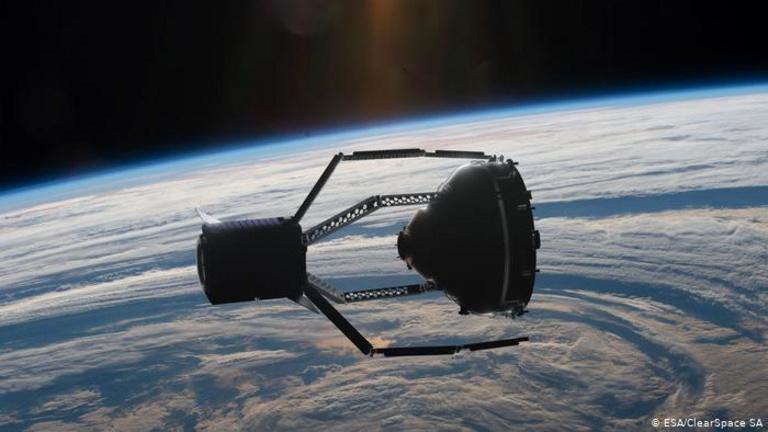 Az Európai Űrügynökség kezdi az űrtakarítást