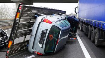 Baleset miatt teljes szélességben lezárták az M5-ös autópályát Balástyánál