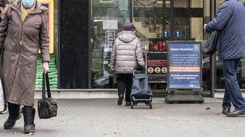Több üzletbe korlátozottan engedik be az időseket, ám ez jogellenes