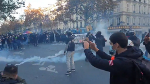 Több százezren tüntettek Franciaországban a sajtószabadságért és a rendőri erőszak ellen