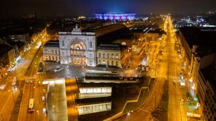 Korlátozások nélküli karácsonyt szeretne az Orbán-kormány, 8-10 nap múlva születhet döntés