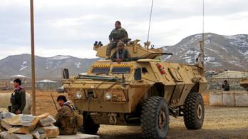 Bombamerényletben halt meg 30 afgán katona