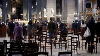 Tiltakoznak Franciaországban, mert nagyon korlátozzák a miséken részt vevők számát