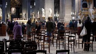 Tiltakoznak Franciaországban, mert nagyon korlátozzák a miséken résztvevők száma