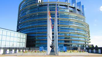 200 milliós eurós munkahelyvédelmi hitelt vesz fel az uniótól a magyar kormány