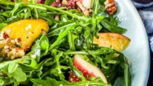 Ez a klassz gesztenyés saláta karácsony környékén lehet könnyű vacsora