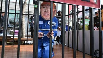 Rágalmazás miatt börtönbüntetést kapott a volt dél-koreai elnök